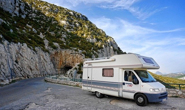 キャンピングカーで生活やキャンプをする際の必需品を紹介!キャンピングカーで過ごすためのポイントは?