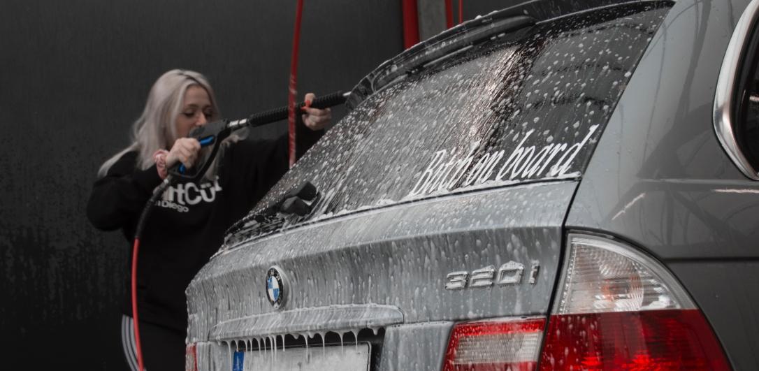 車の洗車画像